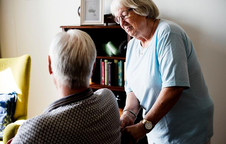 senior-couple-elderly-woman-taking-care-of-an-PMRVDKY